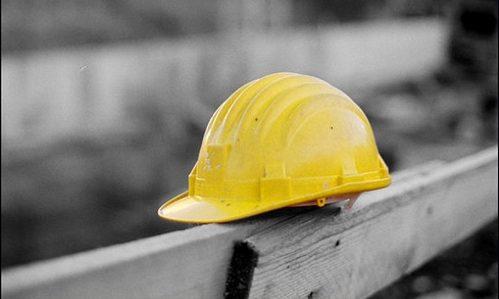 Cadono da cestello elevatore, morti 2 operai a Taranto